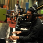 Behind the scenes pics from Robert Glasper in session on Jamie Cullum's show!
